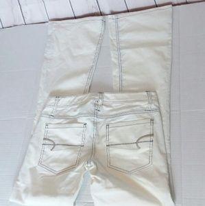 [NWT!] AMERICAN EAGLE white flared jeans